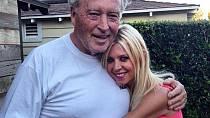 Tara Reid zveřejnila tuto svou fotografii s tatínkem, který zemřel před dvěma dny.