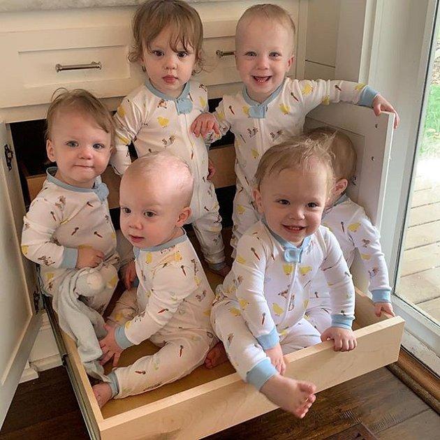 Courtney a Eric mají devět dětí. Jsou v jednom kole, ale jsou šťastní za zdraví všech přírůstků.