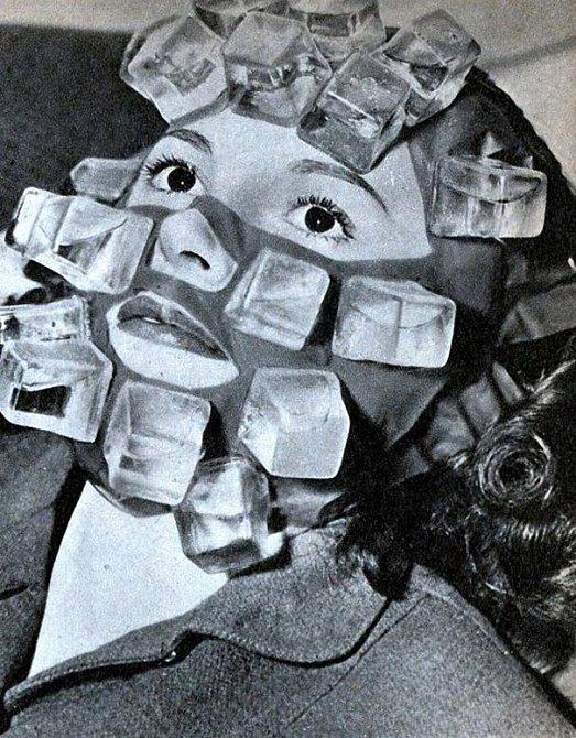 Další vynález Maxe Factora. Tato maska měla v sobě plastové nádobky s vodou, celá se tedy dala zmrazit a poté přiložit na obličej. Maska byla velmi oblíbená hlavně mezi tzv. večírkovými typy.