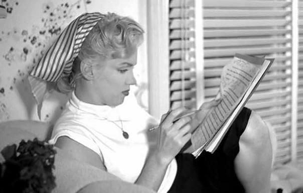 Neretušované fotografie ze soukromého archivu Marilyn Monroe. Jaká byla ve skutečnosti?