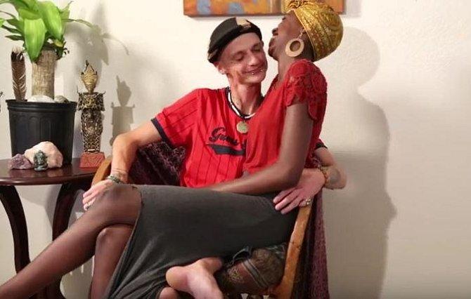 Nathan se svou dlouholetou přítelkyní Chelsea.
