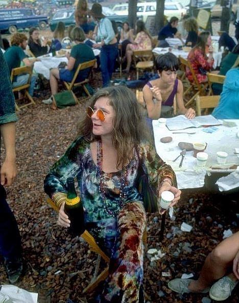 Janis Joplin v prostoru pro účinkující, Woodstock, 1969