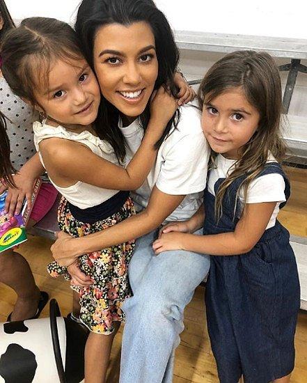 Kourtney Kardashian ukazuje děti na Instagramu, ale většinou je sama nehlídá