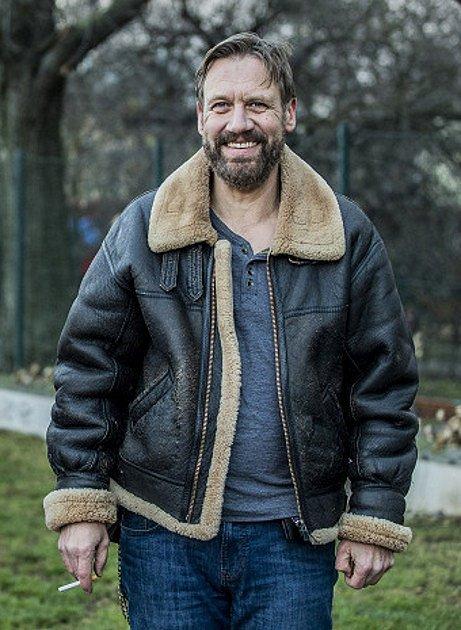 Matásek jako drsný komisař v seriálu Polda