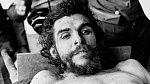 Che Guevara vypadá jako živý, přesto je tady po devíti průstřelech po smrti...