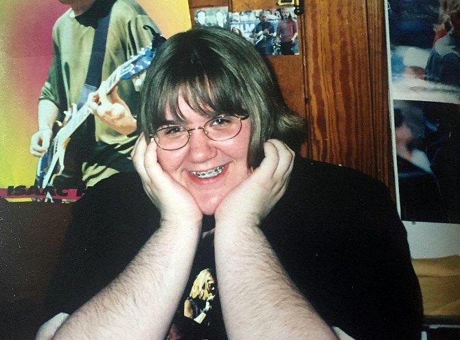 Leah narostlo výrazné ochlupení ve čtrnácti letech.