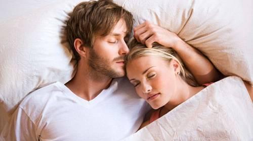 Polohy ve spánku: Podívejte, co prozradí o vašem vztahu