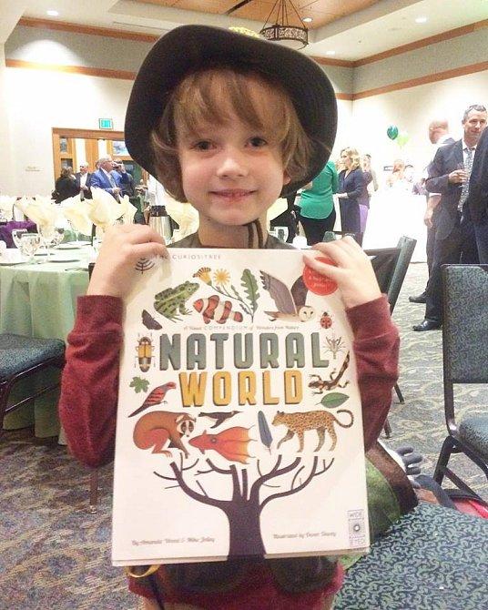 Henrymu udělá největší radost kniha o přírodě.