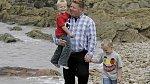 """John a synové chodí na """"maminčinu pláž"""" alespoň jednou za měsíc."""