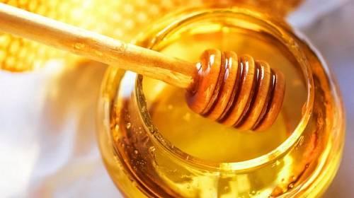 Síla medu: Zruší vrásky, nadváhu, kocovinu, depku i nachlazení