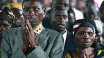 5. V Kongu se nevěsta ani ženich nesmí během obřadu usmát, svatba je v tu chvíli považována za neplatnou. Smát by se neměli ani svatebčané... V Kongu zřejmě neexistuje rozdíl mezi svatbou a pohřbem.