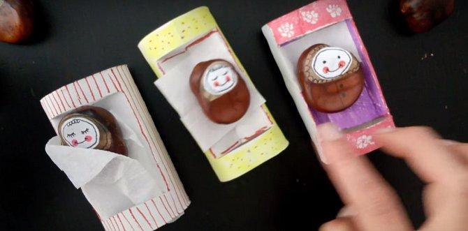 S malou princeznou můžete vytvořit roztomilá miminka z kaštanů a z ruličky od toaletního papíru postýlky.