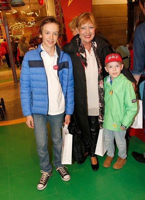 Jana Šulcová s vnuky
