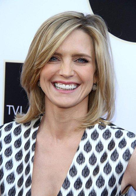 Courtney Thorne-Smith si zahrála v seriálu celkem pět sezón (od roku 1992 do roku 1997) a ztvárnila sympatickou blondýnku Alison Parker.