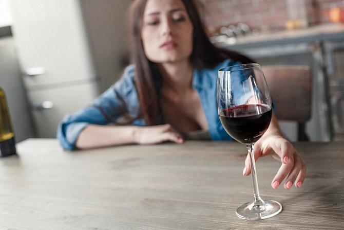 Vyvarujte se pití alkoholu. Zbytečně byste kritikům dávala munici.