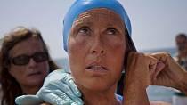 Diana Nyad, tato 64 letá dáma dokázala uplavat 180 kilometrů v moři. Ve vodě strávila celé dva dny a za zmínku také stojí, že se po celou dobu naštěstí nesetkala se žralokem.