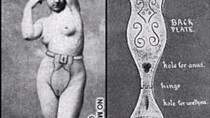 Menstruační pásy byly vynálezy devatenáctého století. Ženy je měly omotané kolem pasu a měly na nich připnuté látkové pásy, které se daly vyměnit.