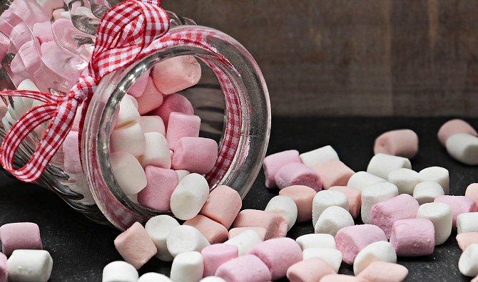 Cukrovinky jsou lákavé, ale zdravotní přínos nulový.