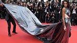 Britská modelka Winnie Harlow je jedinečnou ženou, která neskrývá svou kožní vadu a na premiéře filmu 'Solo: A Star Wars Story' měla jednoznačně nejúchvatnější šaty.