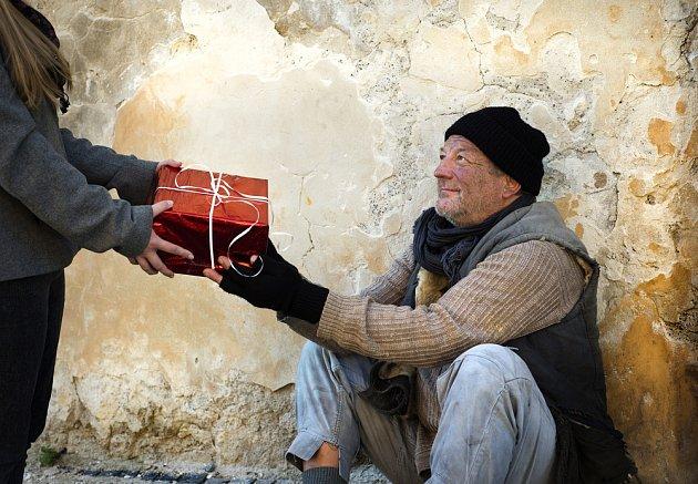 Dobrý skutek o Vánocích zahřeje u srdce obě strany.