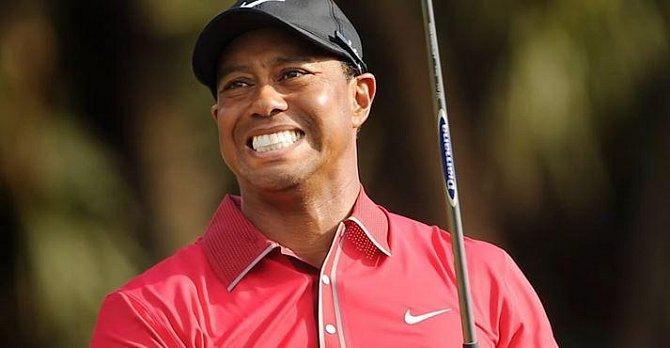 Tiger Woods - sympaťák, na kterého se ale provalilo, že byl své ženě nevěrný s mnoha milenkami. Odvrátili se od něj všichni a jeho kariéra se chýlí ke konci.