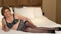 Nejstarší prostitutka - 82 let! Lea Smith se živí jako prostitutka už přes padesát let! Klientelu má víceméně stálou a svou profesi prý dělá s láskou.