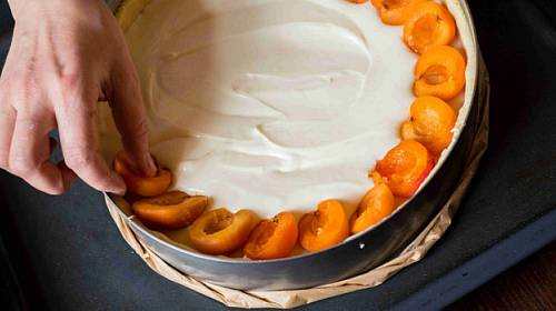 Meruňkový koláč s tvarohem: Letní klasika jinak