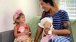 Sia si užívá čas s dětmi plnými doušky.