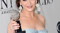 Nová tvář Catherine Zeta Jones