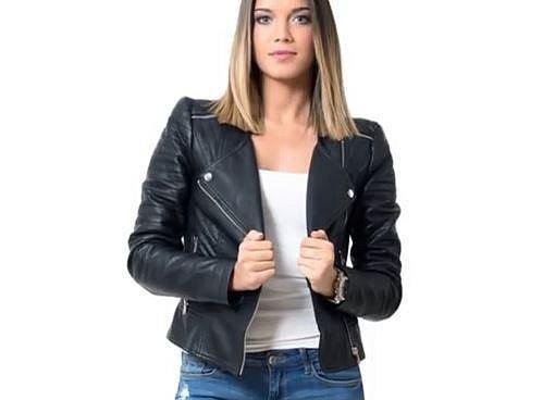 5. Bundička do pasu - Je úplně jedno, jestli bude z koženky nebo, jestli zainvestujete do pravé kůže. Důležité je, aby bunda vypadala trendy, měla na sobě lesklé zipy a knoflíky a dobře vám seděla.