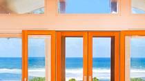 Ze dveří rovnou na pláž.