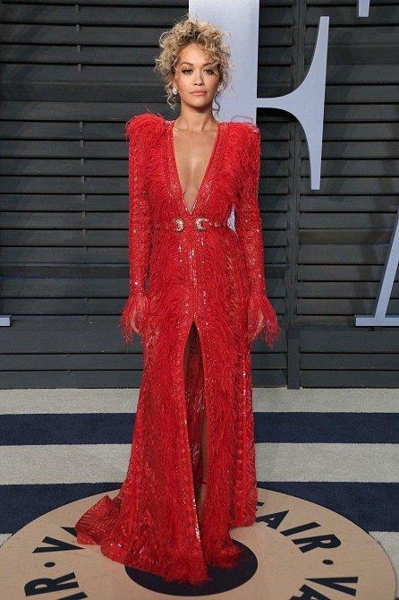 Rita Ora se tentokrát držela spíše při zemi.