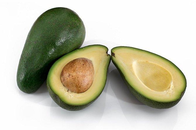 Avokádo poskytuje kromě vlákniny také zdravé tuky a vitamín E.