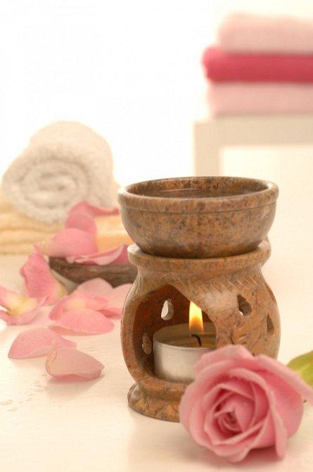 Aromatické oleje jsou na tom po zdravotní stránce podstatně lépe.