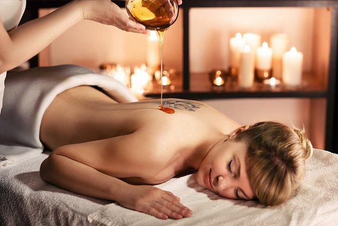 Med má v sobě velký podíl cukru, je ideální na masáže, pro výrobu cukrové pasty, na pečení nebo při nachlazení.