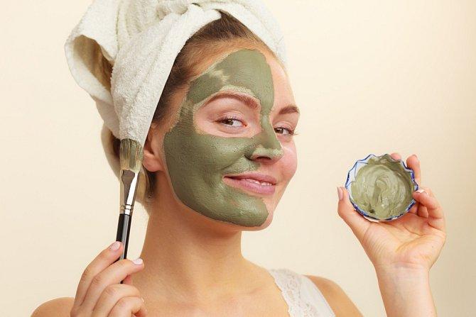 Zelený jíl je k mání nejčastěji, bohužel se pro citlivou a suchou pokožku nehodí.