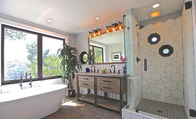 Koupelna podlehla současným trendům.