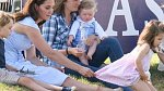 Vévodkyně Kate s dětmi