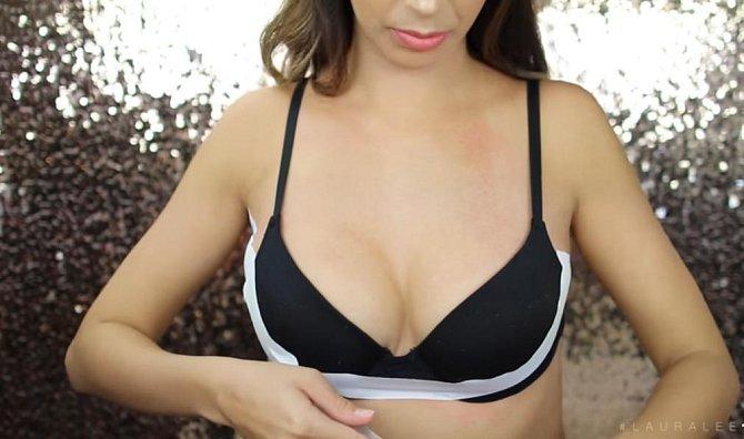 3. zvednutí prsou - lepenku aplikujte od jednoho podpaží k druhému