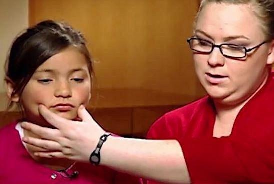 Botox je už opravdu extrém. Této dívence jej aplikuje od jejích osmi let matka.