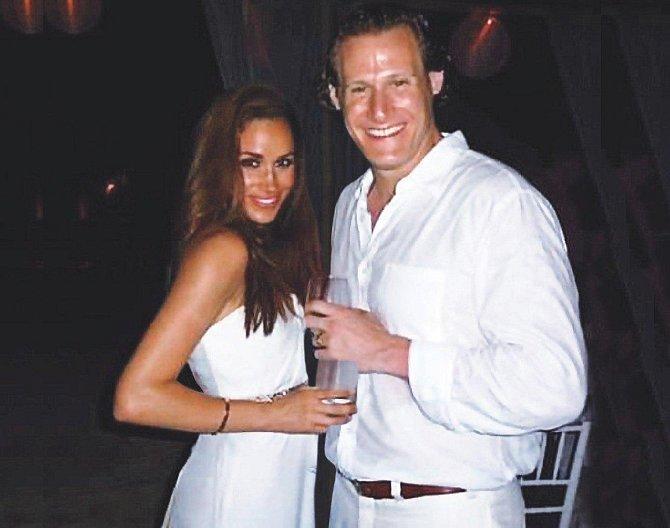 Meghan na své první svatbě s Trevorem Engelsonem, se kterým chodila sedm let. Bohužel dva roky po svatbě se pár rozešel.