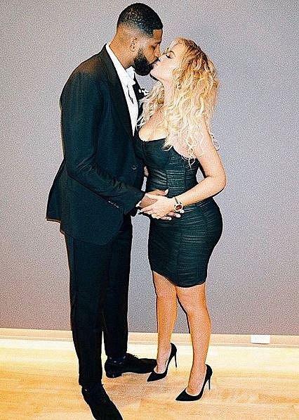 Khloe Kardashian (33) se s partnerem Tristanem Thompsonem (26), který je basketbalista, dočkají letos prvního potomka. Pohlaví miminka zatím úzkostlivě tají.
