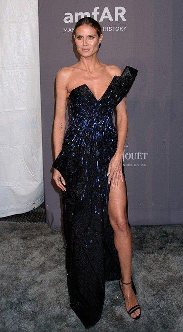 Heidi Klum jistila vysoký rozparek.