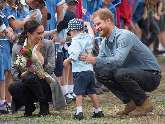 Vévodkyně Meghan se obležení dětmi nikdy nebránila.