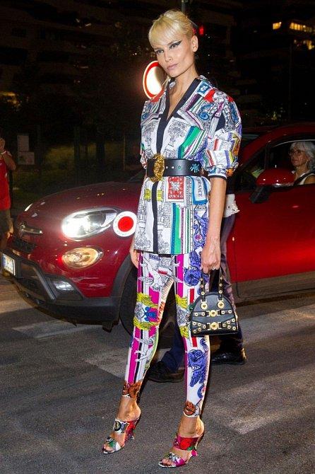 Natasha Poly obléká letošního Versace.