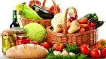 Pestrá strava! I správné stravování může mít vliv na vzhled prsou. Jezte hodně bílkovin, ovoce a zeleniny, omezte klasický bílý cukr.