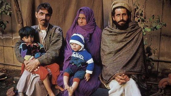 Rodina Šarbat: vlevo sedí manžel, vpravo bratr.