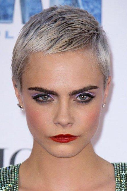 Střih ´pixie´omladí o několik let a zvýrazní kontury obličeje. Ani kulatý tvar nemusí být překážkou.
