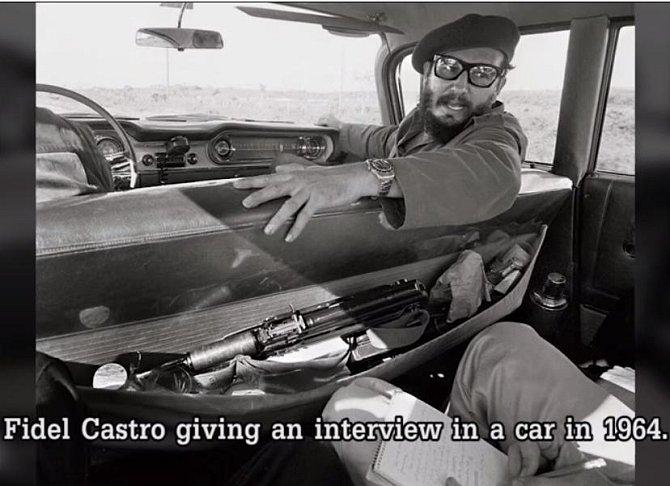 Takto dával Fidel Castro v roce 1964 reportérovi interview v autě. V tom samém roce uprchla z Kuby do USA jeho sestra Juanitu Castro.