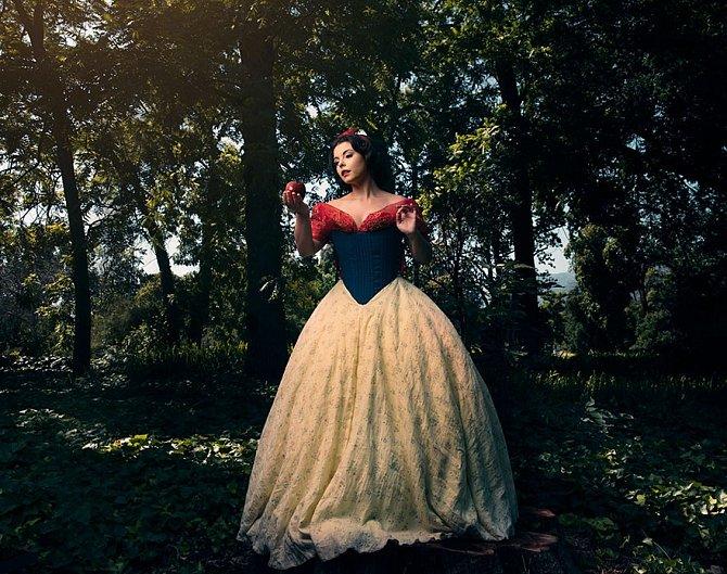 Sněhurka je zkrátka klasika. V její kůži se vyfotila Mildred Kazan.
